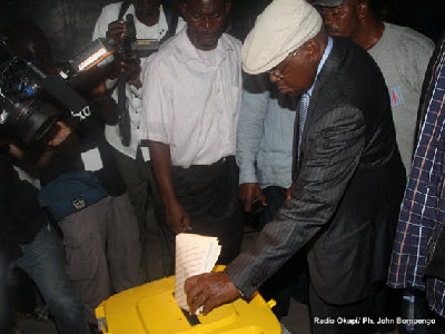 Etienne Tshisekedi votes on Monday, November 28, 2011