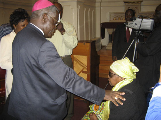 Mgr. Monsengwo rencontre la communauté congolaise de Washington,DC le 9.5.2006